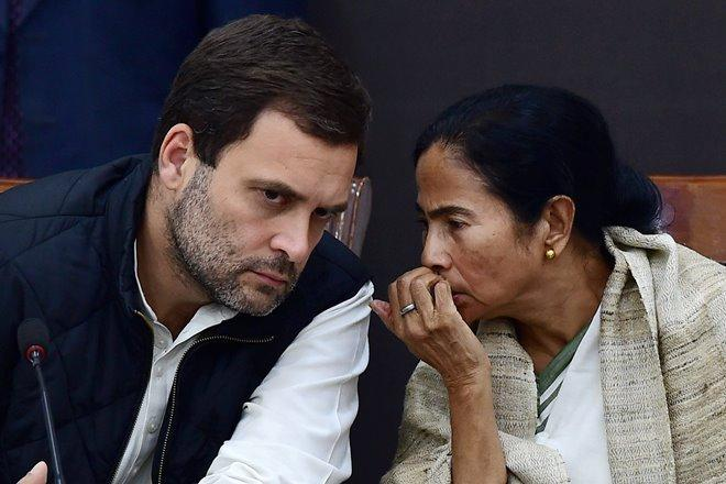 New Delhi: Congress Vice President Rahul Gandhi and West Bengal Chief Minister Mamata Banerjee during their joint press conference on demonetisation issue in New Delhi on Tuesday. (PTI Photo by Sanjeev Nanda)